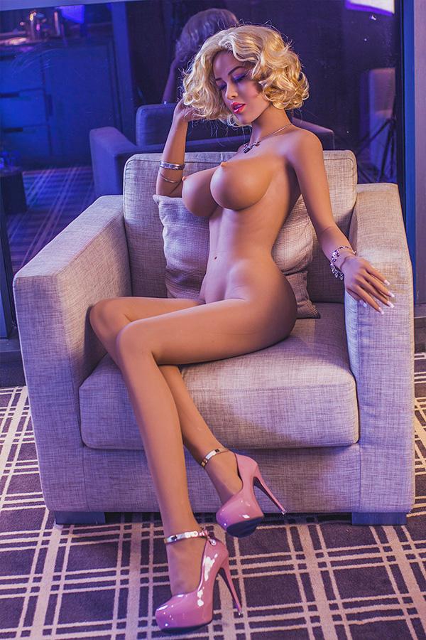 Lara Croft Sexpuppe